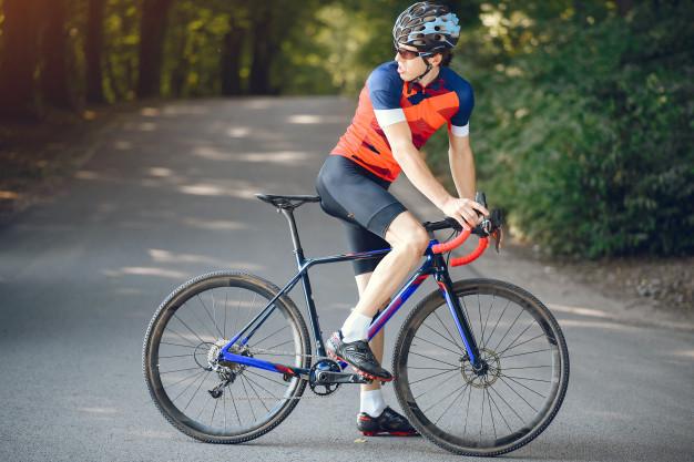 Derfor skal du begynde at cykle med cykelhjelm