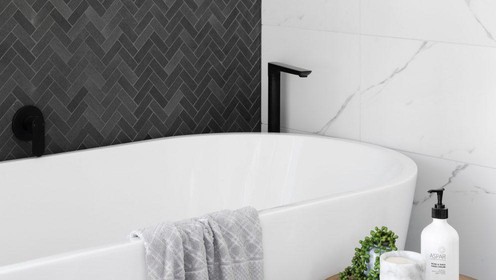 Sådan får du flot mosaik ude på badeværelset